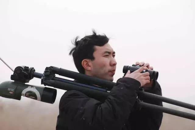 Zhang Lin, Shanghai's leading birder and discoverer of Rudong as the most important stopover site for Spoon-billed Sandpiper © Birding Beijing ????