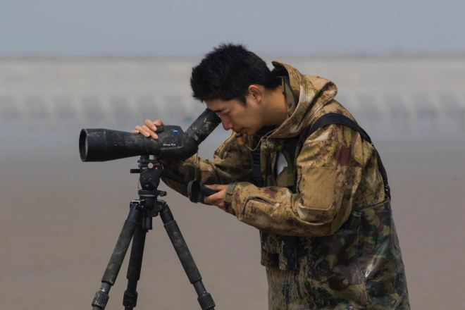 Chen Tengyi, from Chongming Island and an accomplished bird-whistler, skills learned from former hunters. © Birding Beijing ????
